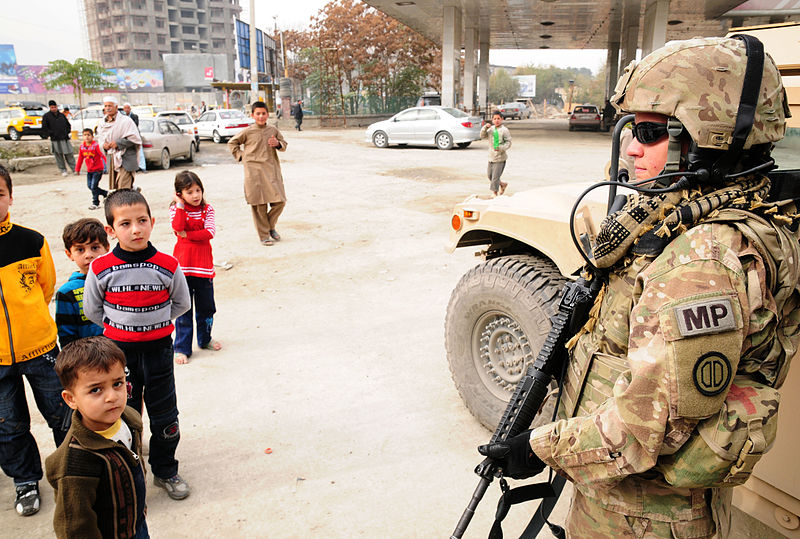 800px-Local_soldier_mentors_Afghan_police_in_Kabul