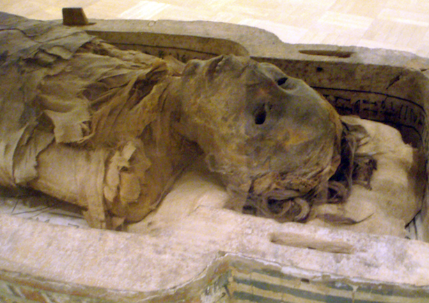 1280px-AncientEgyptianMummy-Antjau-CloseUp-ROM