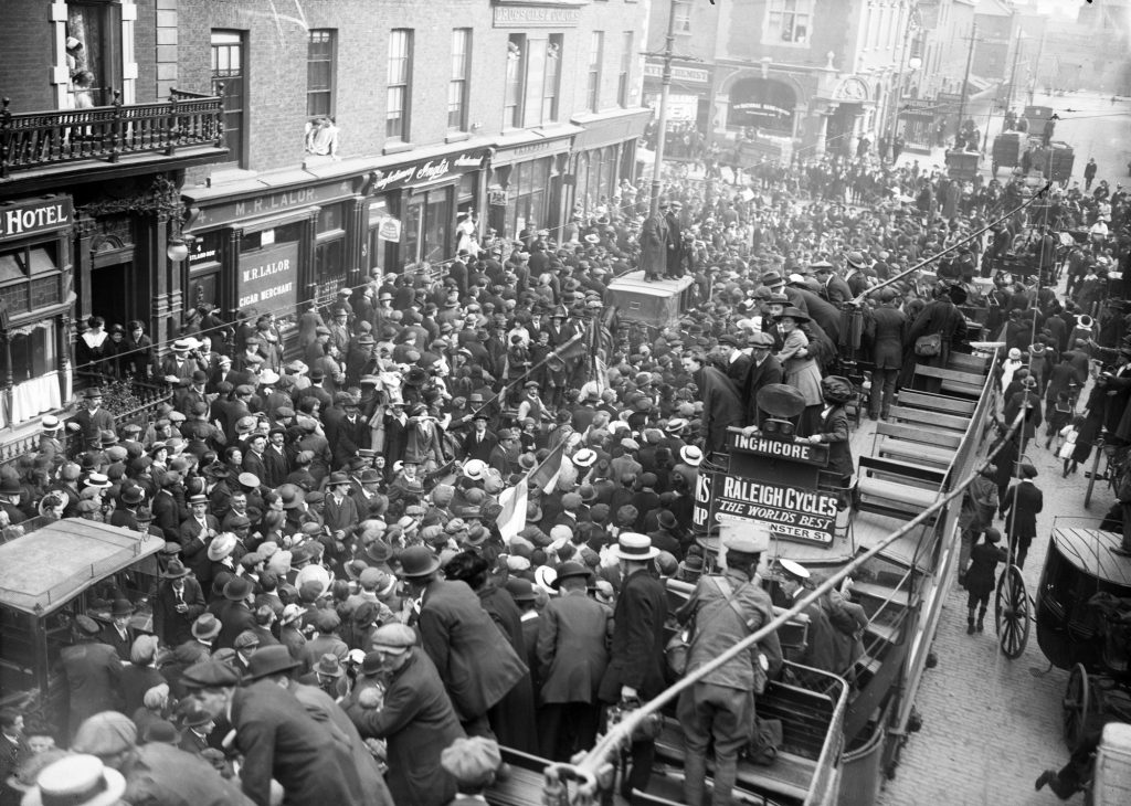 Imprisoned rebels were given a warm welcome by Dubliners when they were released in 1917.
