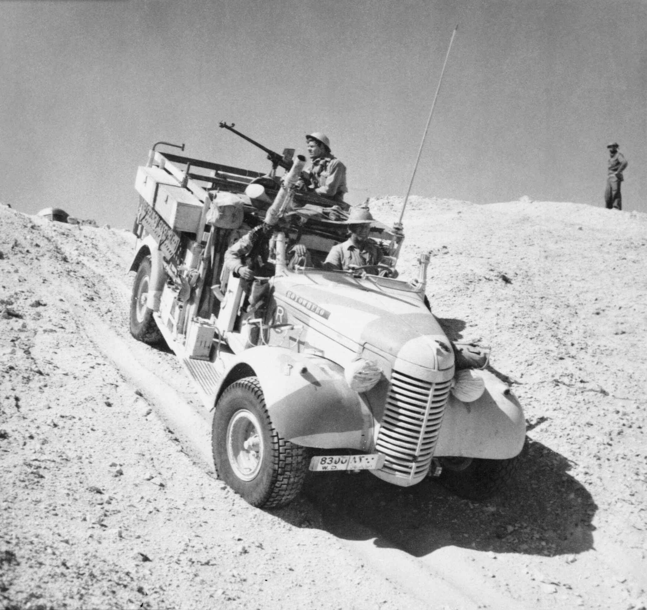 Fiat-Ansaldo AS42 A_Long_Range_Desert_Group_Chevrolet_30cwt_1533_truck_negotiates_the_slope_of_a_sand_dune_during_a_patrol_in_the_desert_27_March_1941._E2298